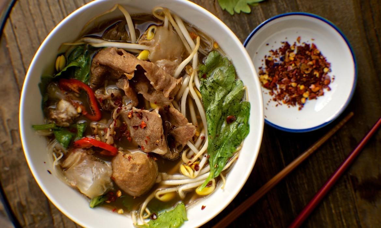 Thai Boat Noodle Soup Recipe (ก๋วยเตี๋ยวเรือ)